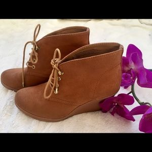 NWOB CAMEL LACE UP WEDGE BOOTIE